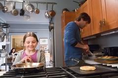 ゾーイとニックのワンシーン。サプライズパーティーで出す料理の準備中。 - Zoe_Nick.jpg